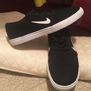 Good condition Nike sneakers
